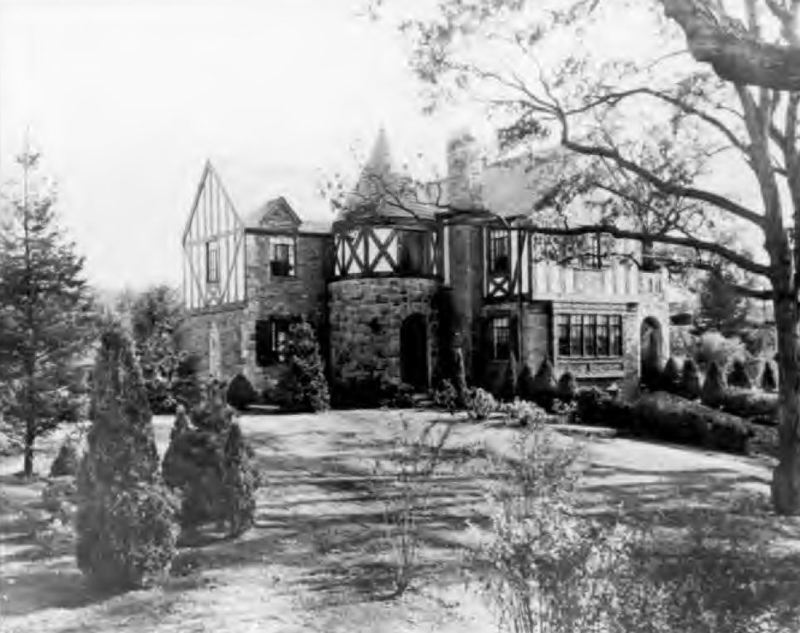 Levitt & Sons home built at Strathmore at Manhasset