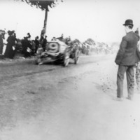 Car No. 9 passing the crowd along the Motor Parkway during a Vanderbilt Race